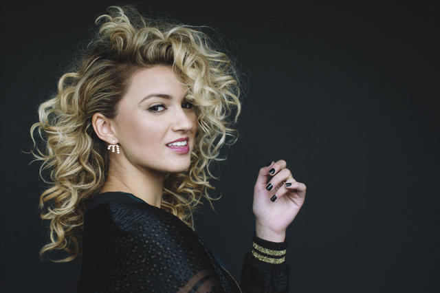 actress Tori Kelly 21 years nudity pics in public