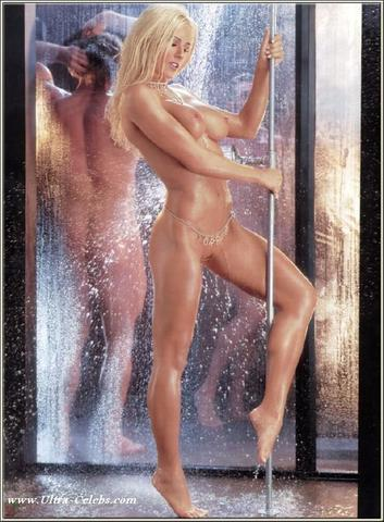 celebritie Torrie Wilson 24 years k-naked photoshoot in the club