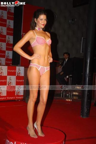 models Aditi Govitrikar 18 years ass image in public