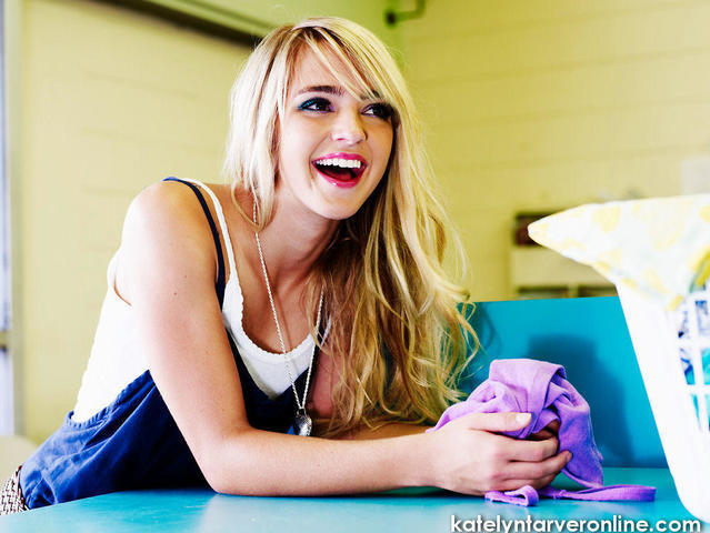 actress Katelyn Tarver 20 years nude picture in the club