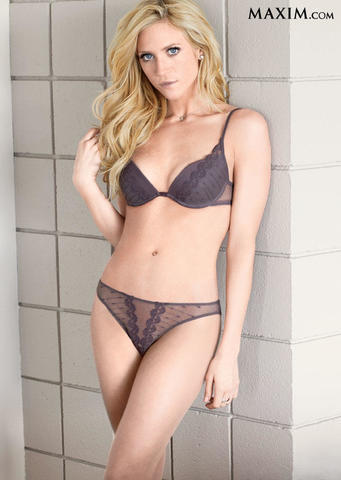 celebritie Brittany Snow 24 years sexual pics in public
