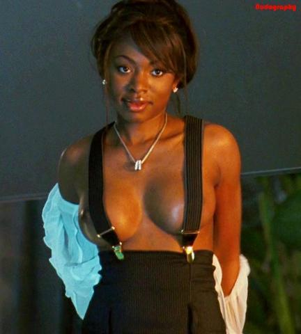 celebritie Naturi Naughton 24 years lecherous art in public