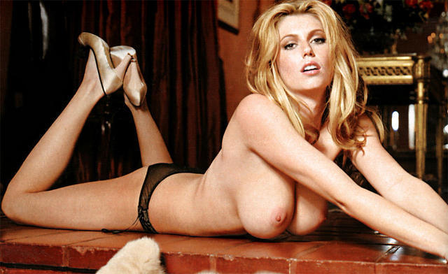 celebritie Diora Baird 19 years amative image in public