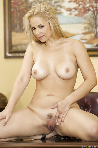 actress Sarah Vandella 18 years rousing pics home