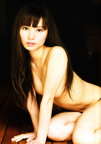 models Yui Ichikawa 24 years provocative art in the club