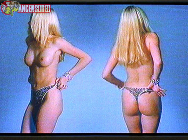 actress Jennifer Ulrich 20 years risqué pics in the club