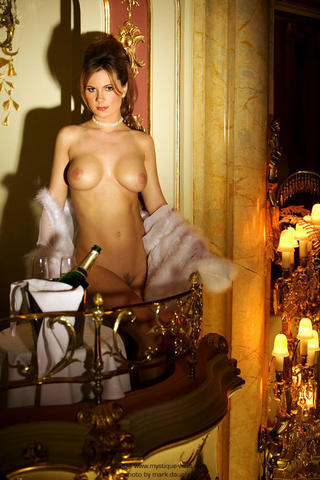 celebritie Valerie Baber 24 years nude young foto photography beach