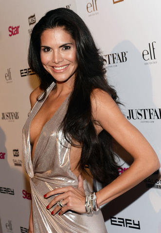celebritie Joyce Giraud 2015 Without bra photoshoot in the club