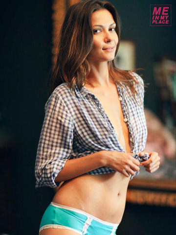 celebritie Olga Fonda 20 years undress photoshoot in public