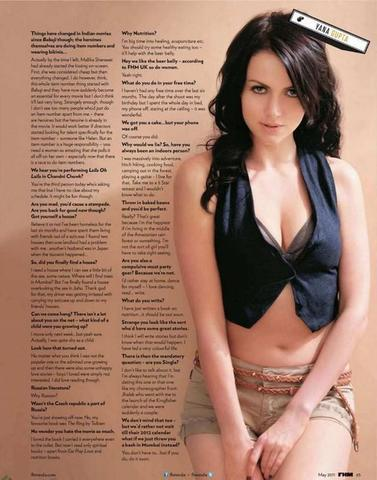 models Yana Gupta 21 years Without bra picture home