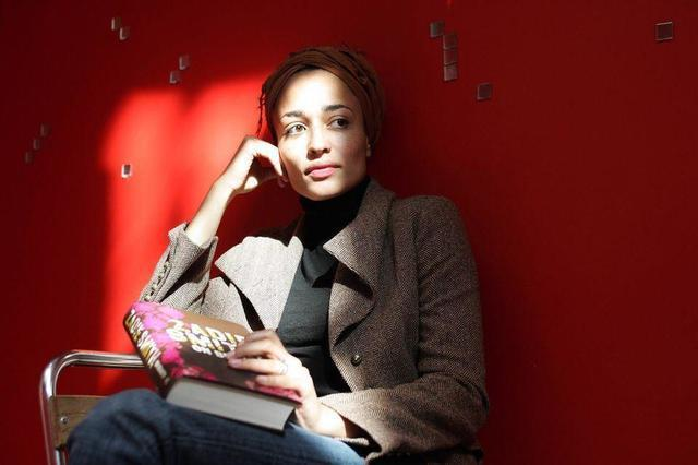 celebritie Zadie Smith 2015 Sexy picture in the club