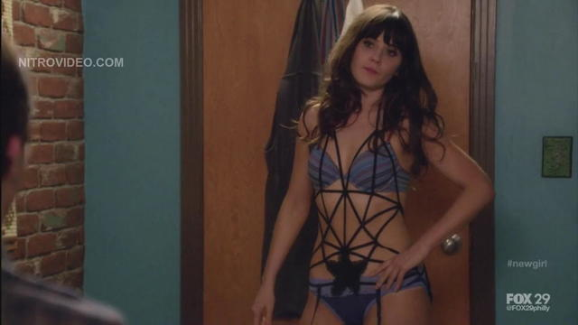 celebritie Zooey Deschanel 22 years prurient foto in public